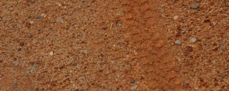 compactar tierra hierba artificial