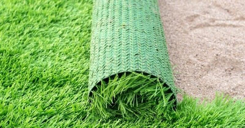 instalar rollo hierba sintetica