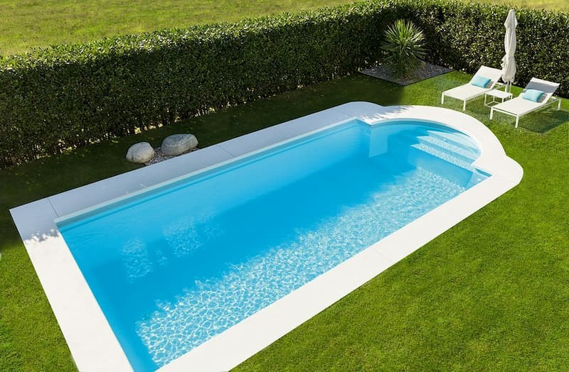hierba artificial piscina
